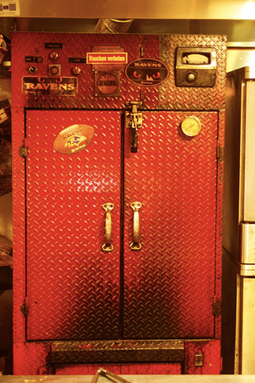 Neopol's Red smoker by J&R